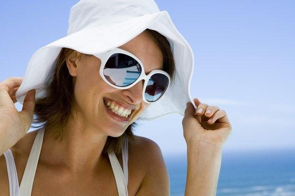 Линзы, защищенные от царапин и УФ-излучения