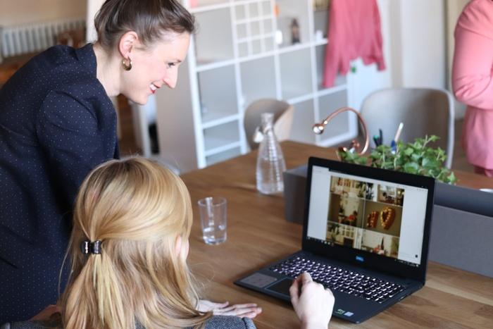 Женщины и ноутбук