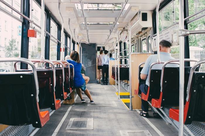 общественный транспорт, салон автобуса, дорого на работу