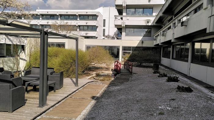 Двор около института Макса Планка