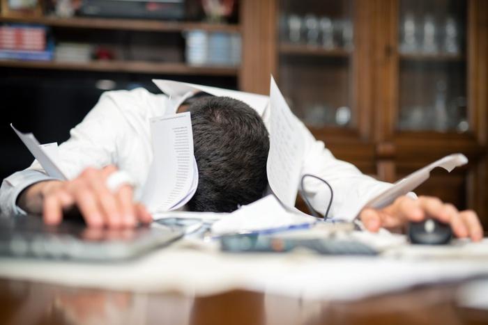 Работник устал