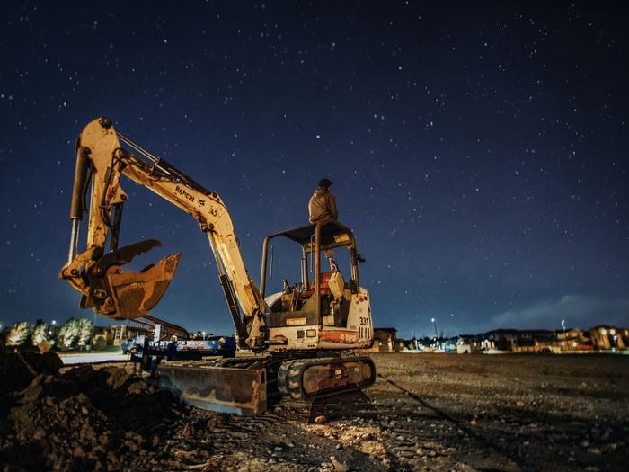 ночь, строительная техника