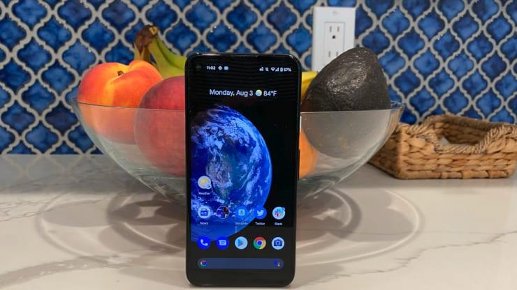 Google представил смартфон-конкурент iPhone SE